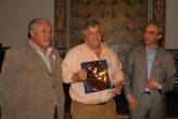 Luis Oyuela, presidente de Bautec, junto al presidente del AMCJ, Dardo De Benedetto, y el intendente Meoni